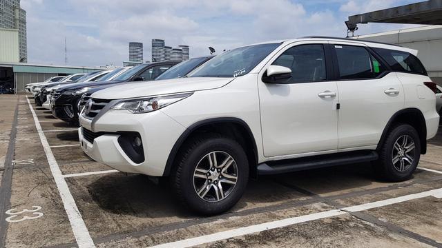 Hơn 8.000 ô tô miễn thuế nhập khẩu về Việt Nam trong tháng 8, nhiều mẫu vẫn khan hàng, giá cao
