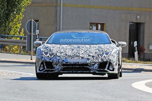 Lamborghini Huracan Spyder facelift ra mắt năm sau bất ngờ lộ diện - Ảnh 1.