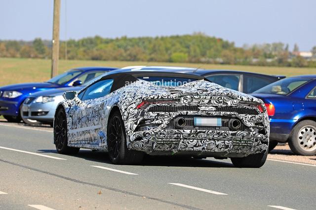 Lamborghini Huracan Spyder facelift ra mắt năm sau bất ngờ lộ diện - Ảnh 2.