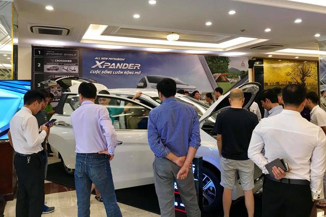 Thời mua ô tô như bao cấp tại Việt Nam: Cầm phiếu chờ tới lượt, có tiền chưa chắc đã có xe - Ảnh 3.