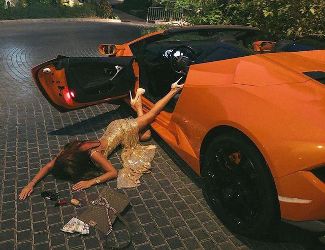 Ngã sấp mặt cùng siêu xe: Hot trend mới của hội con nhà giàu thế giới - Ảnh 1.