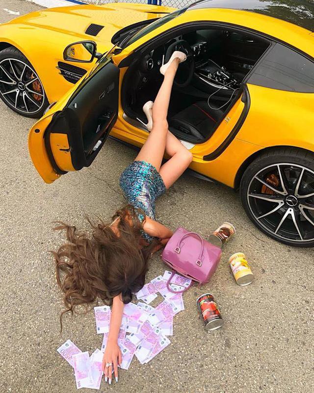 Ngã sấp mặt cùng siêu xe: Hot trend mới của hội con nhà giàu thế giới - Ảnh 2.