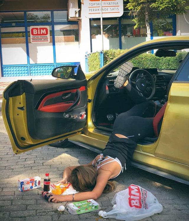 Ngã sấp mặt cùng siêu xe: Hot trend mới của hội con nhà giàu thế giới - Ảnh 18.