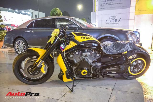 Vợ tặng mô tô khủng Harley-Davidson khoác áo Aventador cho đại gia Sài Gòn - Ảnh 5.