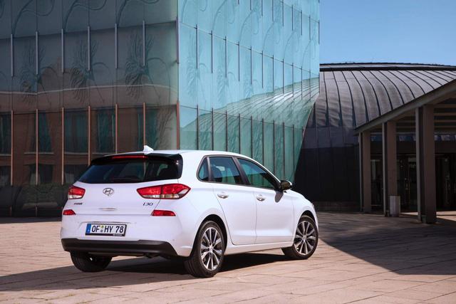 Hyundai i30 nâng cấp nhẹ để cạnh tranh Mazda3 - Ảnh 4.