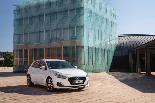Hyundai i30 nâng cấp nhẹ để cạnh tranh Mazda3 - Ảnh 3.