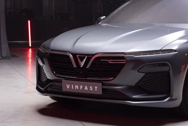 Xe VinFast giá tiền tỷ: Lợi thế nào cạnh tranh các ông lớn tại Việt Nam? - Ảnh 4.