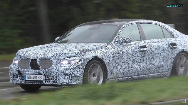 Mercedes-Benz S-Class 2020 chạy thử dưới mưa nhưng lại bị phát hiện ra điều mới mẻ này - Ảnh 1.