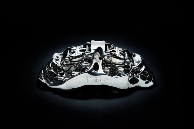 Bugatti là hãng xe đầu tiên chế tạo cùm phanh titan bằng cách in 3D - Ảnh 1.