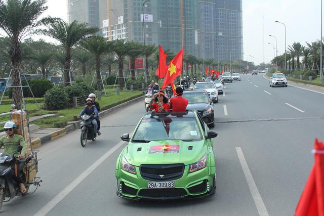 Chiếc Cruze độ độc đáo trong đoàn của anh Phan Thanh Tùng - thành viên nhiệt tình của hội.