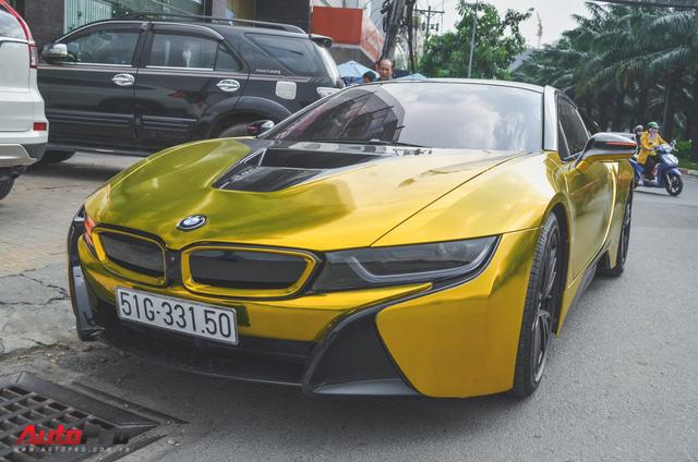 Siêu xe BMW i8 dán decal vàng chrome nổi bật đón năm mới tại Sài Gòn - Ảnh 3.