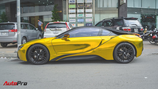 Siêu xe BMW i8 dán decal vàng chrome nổi bật đón năm mới tại Sài Gòn - Ảnh 7.