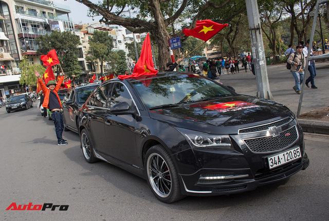 Dàn ô tô, mô tô phân khối lớn mang cờ tổ quốc xuống cổ vũ U23 Việt Nam - Ảnh 19.