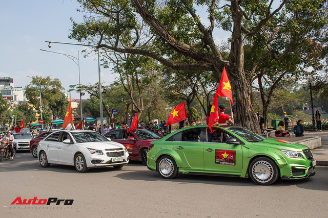 Dàn ô tô, mô tô phân khối lớn mang cờ tổ quốc xuống cổ vũ U23 Việt Nam - Ảnh 17.