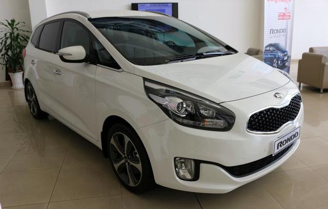 Cạnh tranh Toyota Innova, Kia Rondo giảm giá 55 triệu đồng - Ảnh 1.