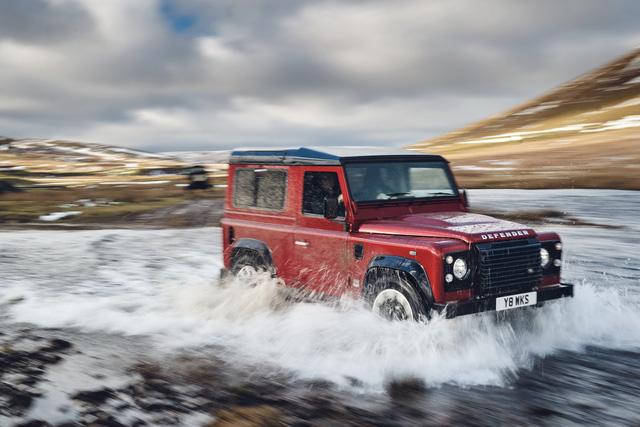 Land Rover hồi sinh Defender bằng phiên bản nhanh nhất, mạnh nhất lịch sử - Ảnh 1.