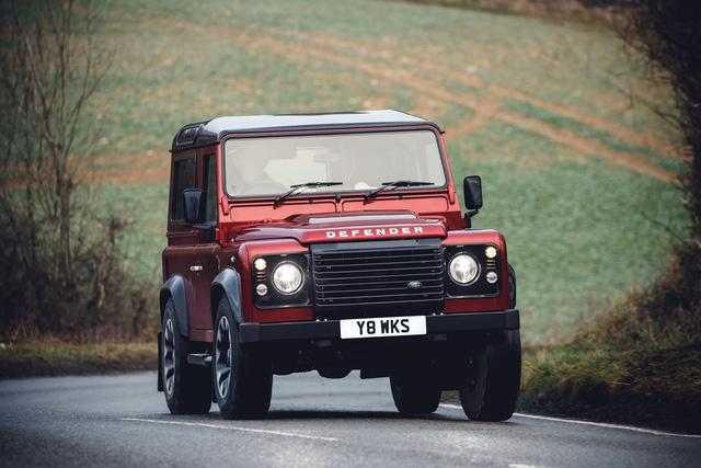 Land Rover hồi sinh Defender bằng phiên bản nhanh nhất, mạnh nhất lịch sử - Ảnh 2.