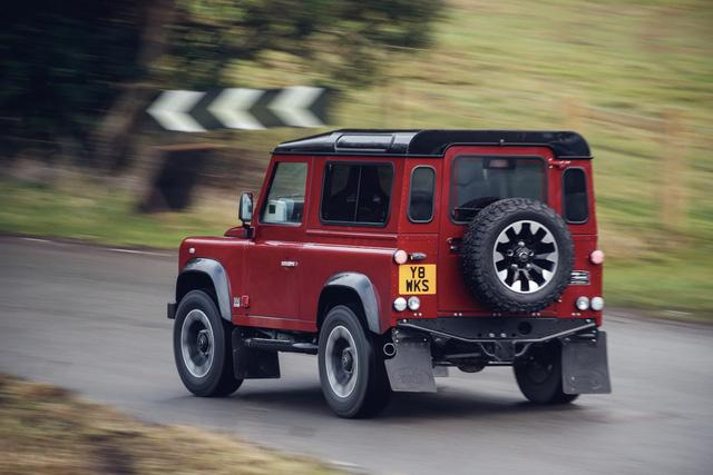 Land Rover hồi sinh Defender bằng phiên bản nhanh nhất, mạnh nhất lịch sử - Ảnh 3.