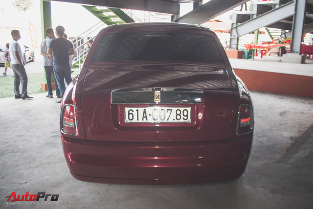 Gặp lại Rolls-Royce Phantom đỏ mận của ông chủ khu du lịch Đại Nam - Ảnh 3.