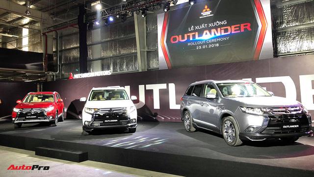 Mitsubishi Outlander CKD xuất xưởng với giá từ 808 triệu đồng, tạo sức ép lên Honda CR-V - Ảnh 1.