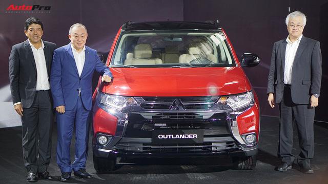Mitsubishi Outlander CKD xuất xưởng với giá từ 808 triệu đồng, tạo sức ép lên Honda CR-V - Ảnh 2.