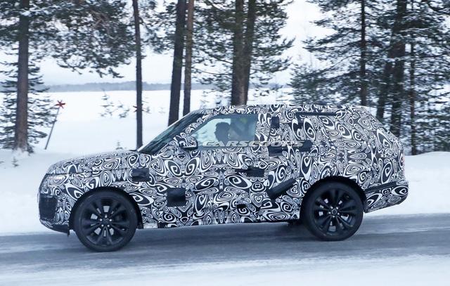 Cạnh tranh Lamborghini Urus, Range Rover Coupe 2 cửa lần đầu lộ diện - Ảnh 3.