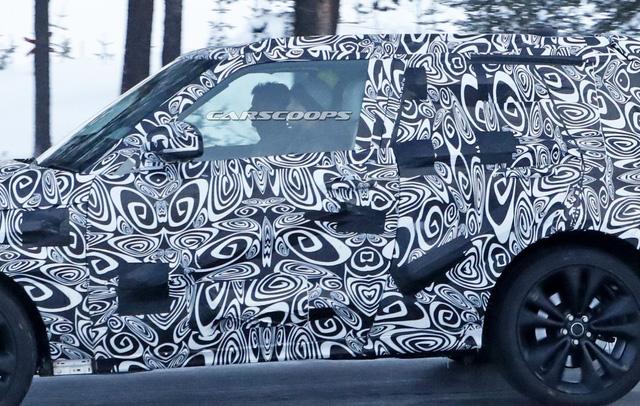 Cạnh tranh Lamborghini Urus, Range Rover Coupe 2 cửa lần đầu lộ diện - Ảnh 4.