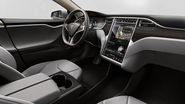 Chồng siêu mẫu Ngọc Thạch tậu Tesla Model S tăng tốc từ 0 – 100 km trong 2,7 giây - Ảnh 5.