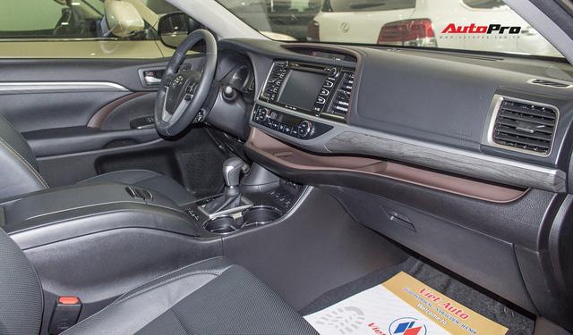 Toyota Highlander Limited 2017 về Việt Nam, giá cao hơn Land Cruiser chính hãng - Ảnh 5.