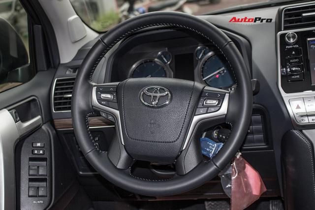 Khám phá Toyota Land Cruiser Prado 2018 giá hơn 2,2 tỷ đồng tại Việt Nam - Ảnh 16.