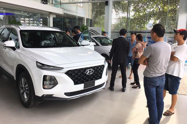 Thời mua ô tô như bao cấp tại Việt Nam: Cầm phiếu chờ tới lượt, có tiền chưa chắc đã có xe - Ảnh 5.
