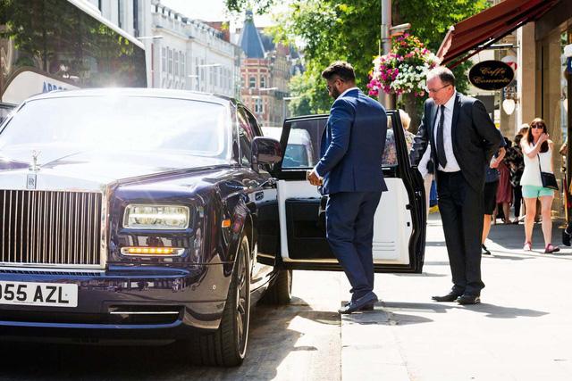 Lời trần tình của tài xế Rolls-Royce Phantom sau ngày đầu tiên đưa đón giới nhà giàu - Ảnh 6.