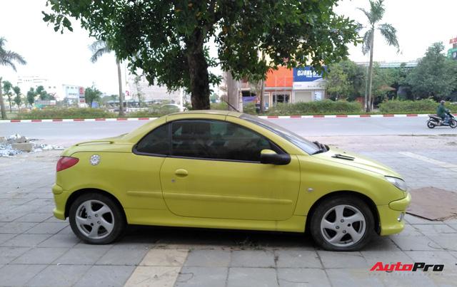 Xót xa cảnh hàng hiếm Peugeot 206 CC mui trần phủ bụi trên hè phố Việt Nam - Ảnh 4.