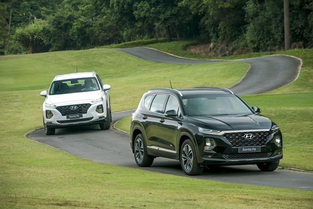 """Chênh 190 triệu đồng, Hyundai Santa Fe 2019 """"full option"""" hơn gì bản tiêu chuẩn? - Ảnh 3."""