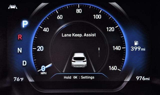 Những trang bị trên Hyundai Santa Fe quốc tế mà bản full option tại Việt Nam đã bị cắt bỏ - Ảnh 1.