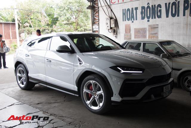 Siêu SUV Lamborghini Urus đầu tiên Việt Nam của Minh Nhựa ra biển lộc - Ảnh 3.