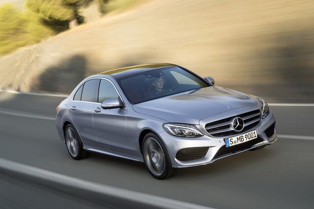 Vì sao Mercedes-Benz C-Class là sedan hạng sang bán chạy nhất Việt Nam? - Ảnh 1.