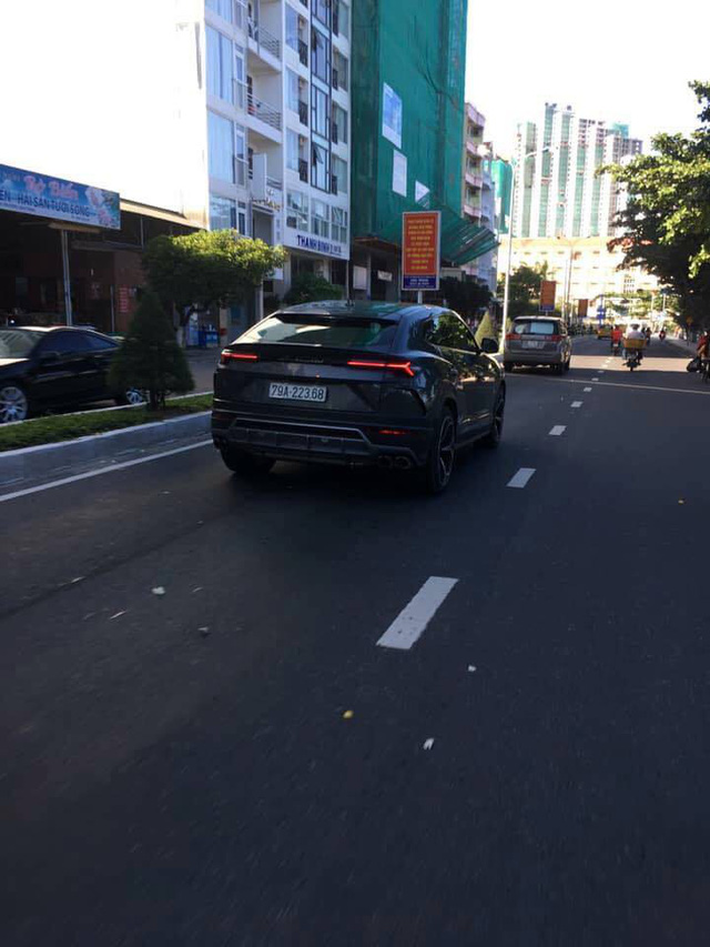 Không kém cạnh Minh nhựa, đại gia Nha Trang cũng ra biển trắng cho Lamborghini Urus - Ảnh 1.