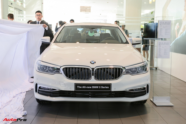 BMW 5-Series thế hệ mới ra mắt khách Việt, giá từ 2,389 tỷ đồng - Ảnh 1.