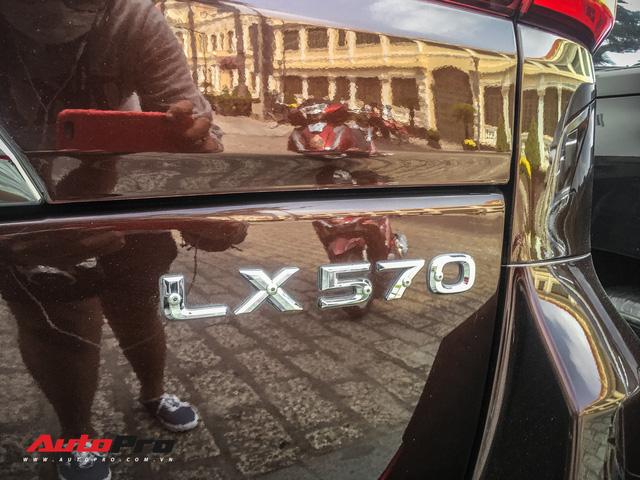 Đại gia Sài Gòn vung tay sắm Lexus LX570 màu lạ, đeo biển số tứ quý 9 - Ảnh 7.