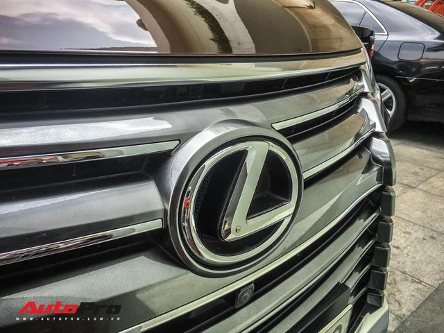 Đại gia Sài Gòn vung tay sắm Lexus LX570 màu lạ, đeo biển số tứ quý 9 - Ảnh 3.