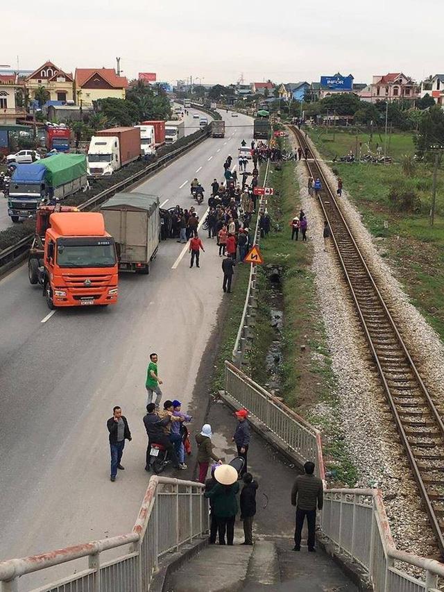 Nhân chứng bàng hoàng kể lại giây phút xe tải tông 8 cán bộ tử vong: Nếu không kịp nhảy qua lan can thì số người chết còn nhiều hơn - Ảnh 6.