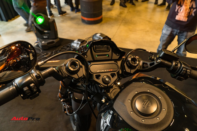 Harley-Davidson FXDR ra mắt tại Việt Nam, giá từ 799,5 triệu đồng - Ảnh 3.