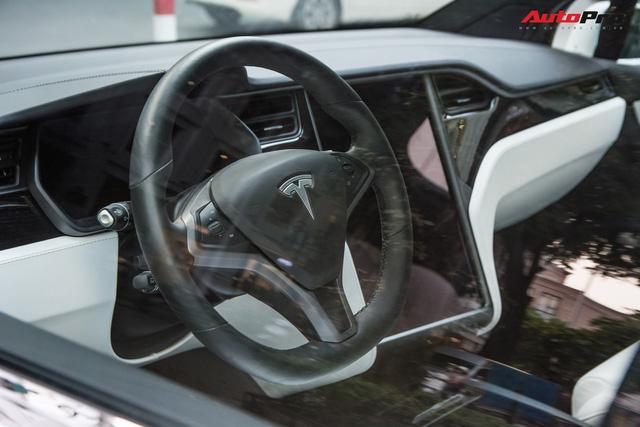 Tesla Model X màu trắng lạ lẫm xuất hiện tại Hà Nội - Ảnh 10.