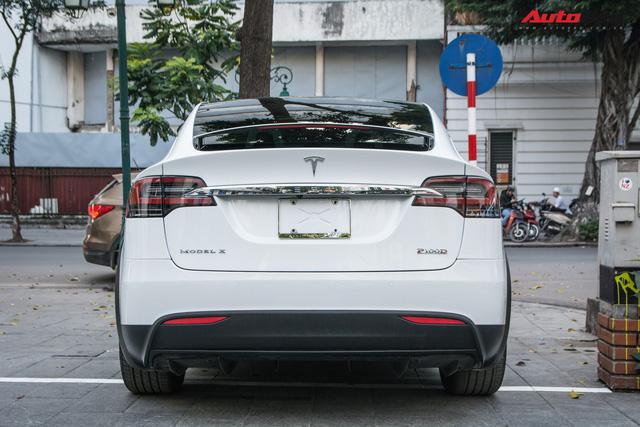 Tesla Model X màu trắng lạ lẫm xuất hiện tại Hà Nội - Ảnh 4.