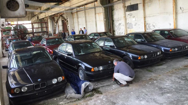 Kho báu giữa đời thực: Tìm thấy 11 chiếc BMW 5-Series 1994 chưa từng sử dụng
