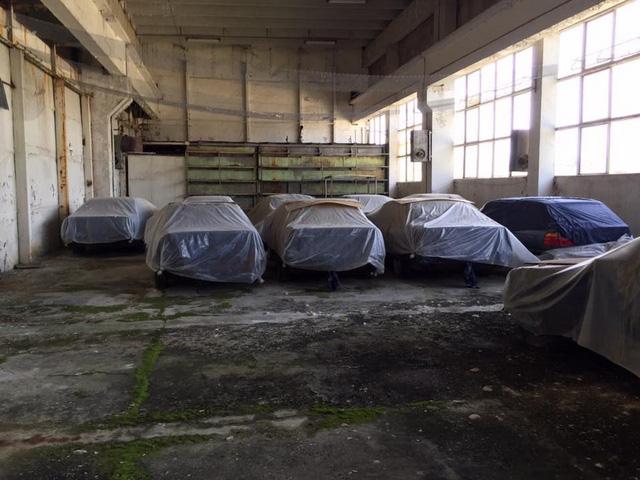 Kho báu giữa đời thực: Tìm thấy 11 chiếc BMW 5-Series 1994 chưa từng sử dụng - Ảnh 1.