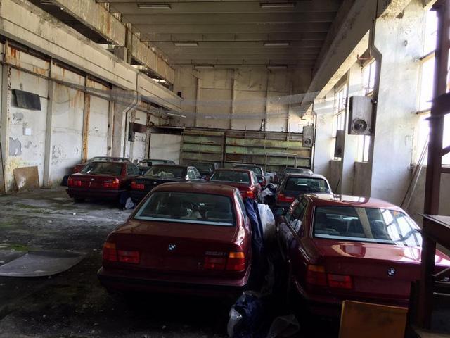 Kho báu giữa đời thực: Tìm thấy 11 chiếc BMW 5-Series 1994 chưa từng sử dụng - Ảnh 3.