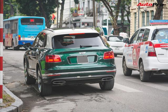 Soi kĩ Bentley Bentayga Onyx Edition hai tông màu độc nhất Việt Nam - Ảnh 4.
