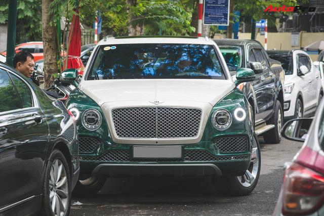 Soi kĩ Bentley Bentayga Onyx Edition hai tông màu độc nhất Việt Nam - Ảnh 2.